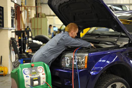 Les Potts Inside Land Rover and Range Rover Air Conditioning Servicing View